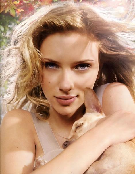 Scarlett Johansson - quién fuera perro! - Pulsa sobre la imagen para ver la foto aún más grande (regalo de lacasa)