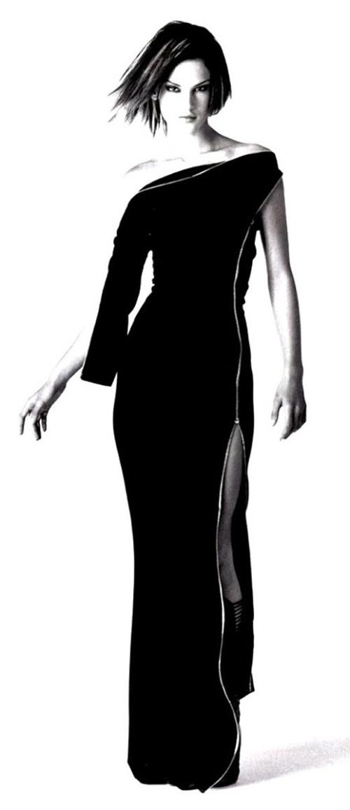Alessandra Ambrosio en blanco y negro